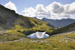 Berg sjölandcape Royaltyfria Bilder