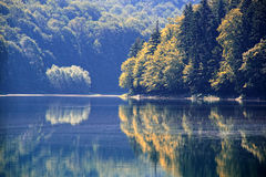 Berg sjö Arkivbild