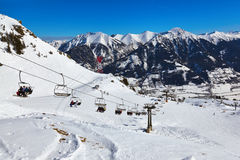 Berg skidar semesterortdåligan Hofgastein - Österrike fotografering för bildbyråer