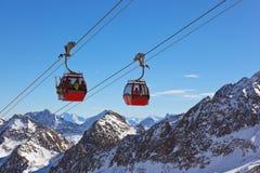 Berg skidar semesterorten - Innsbruck Österrike royaltyfri foto