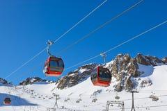 Berg skidar semesterorten - Innsbruck Österrike Arkivfoton