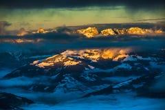 Berg skidar semesterorten Kaprun Österrike - naturen och sportbakgrund Royaltyfria Foton