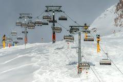 Berg skidar semesterorten Solden Österrike fotografering för bildbyråer