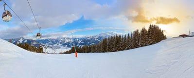 Berg skidar semesterorten Zell-vara-ser Österrike arkivfoto