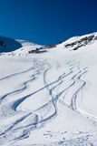 berg skidar trails Royaltyfria Foton