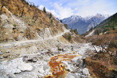 Berg som cyklar i Nepal Arkivfoto