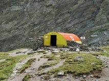 Berg som förlägga i barack i Carpathians Fotografering för Bildbyråer