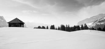 Berg som förlägga i barack i Engelberg Royaltyfri Fotografi