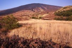 Berg som förlägga i barack på mt etna mt sicily Arkivfoton