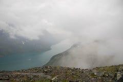 Berg som fotvandrar i Norge Arkivfoton