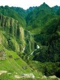Berg som omger staden av Machu Picchu Arkivfoto