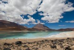 Berg som reflekterar i laken, laguna verde, bo Arkivfoton