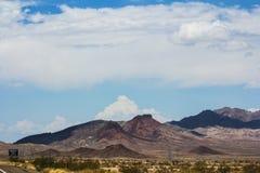 Berg som ses från vägen Royaltyfri Bild