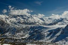 Berg som täckas med insnöade Pirin Royaltyfri Foto