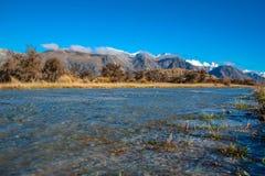 Berg-Sonntags-Landschaft, szenische Ansicht des Bergs Sonntag und Umgebungen im Ashburton See-Bezirk, Südinsel, Neuseeland lizenzfreie stockfotos