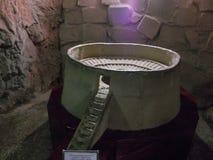 Berg Sulaiman-Too Das Museum in der Höhle Lizenzfreies Stockbild