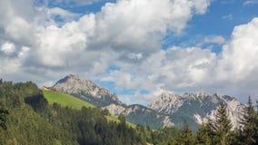 Berg tijd-tijdspanne: de zomer in de Italiaanse Alpen stock video