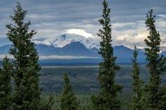 Berg-Trommel in Wrangell St. Elias National Park, wie von Coppe gesehen lizenzfreie stockfotos