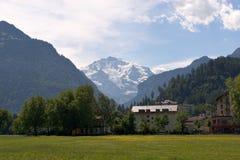 Berg und Feld Lizenzfreies Stockfoto