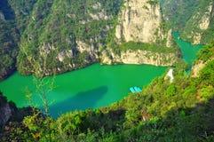 Berg und Fluss Stockfotografie