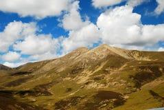 Berg und Himmel in Tibet Stockfotografie