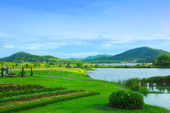 Berg und Lagunenparklandschaft Lizenzfreie Stockfotos