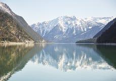 """Berg und See am Achensee See in Österreich-†""""Stockfoto Lizenzfreies Stockfoto"""