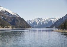 Berg und See am Achensee See in Österreich Stockfotografie