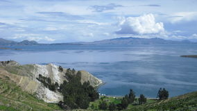 Berg und Seelandschaft lizenzfreie stockfotos