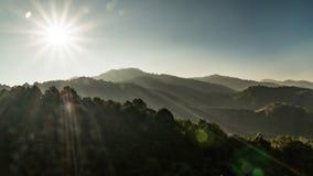 Berg und Sonne Stockbild