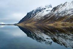 Berg und Spiegel in Norwegen Stockfoto