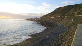 Berg und Strand lizenzfreie stockfotografie