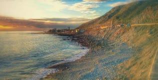 Berg und Strand lizenzfreie stockfotos
