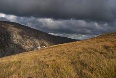 Berg und Sturmwolken Stockfoto