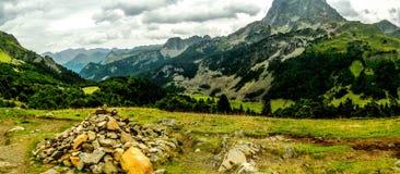 Berg und Tal Stockfoto