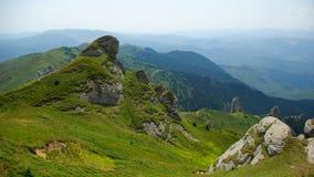 Berg und Wiesenlandschaft Stockfotos