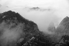 Berg und Wolke Stockfotos