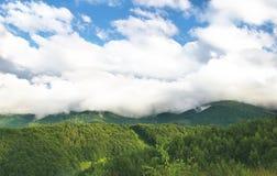 Berg und Wolken Stockfotos