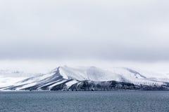 Berg vaggar, is och snö Arkivbilder
