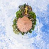 Berg van de het standbeeldsteen van het cirkelpanorama de gouden Royalty-vrije Stock Foto's