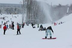 Berg van skiërs Stock Foto's