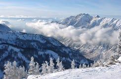 Berg visar från toppmöte av Snowbirdsemesterorten Arkivbild