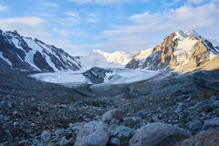 Berg in Waaier kichik-Alai Royalty-vrije Stock Afbeelding
