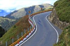 Berg windende weg Royalty-vrije Stock Afbeeldingen