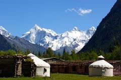 Berg yurt royalty-vrije stock foto's