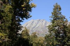 Berg zoals een menselijk die profiel, foto in Abchazië wordt gemaakt Royalty-vrije Stock Foto's
