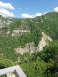 Berg Zonnige dag Hemel met wolken stock foto