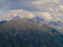 Berg zum Himmel lizenzfreies stockbild
