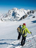 Skifahrer auf dem großen Gletscher von Vallee Blanche. Stockfoto