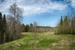 Bergachtig terrein en de blauwe hemel Stock Foto